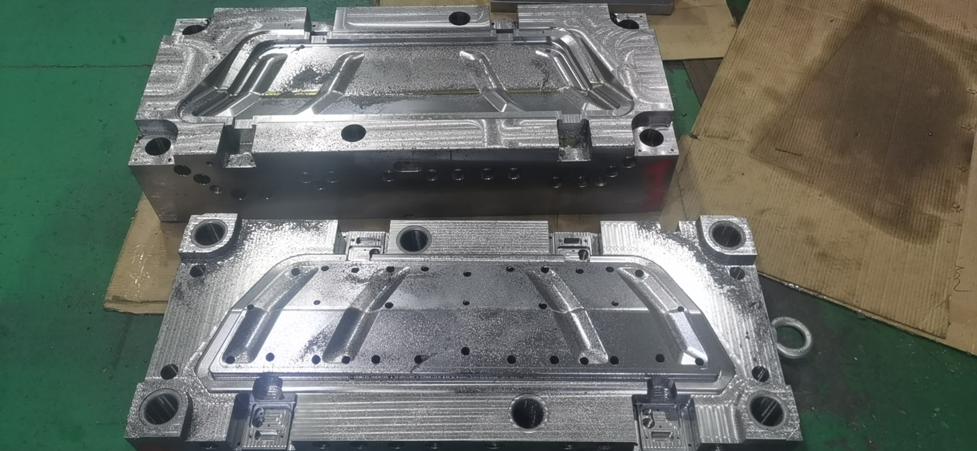 What is principle, characteristics, application and process of injection molding?